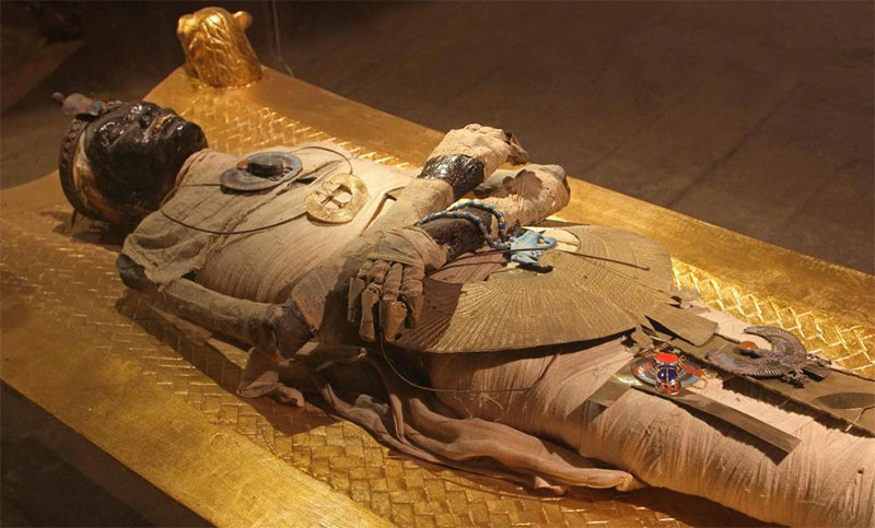 mummy at Cairo museum tour